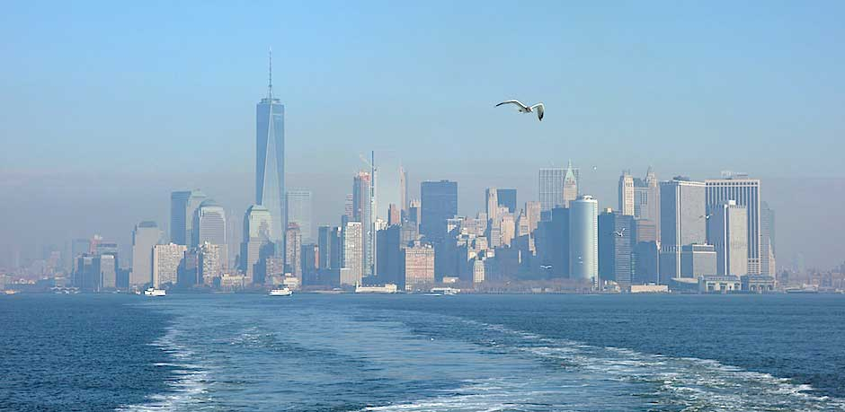 Lower Manhattan von der Staten Island Ferry aus